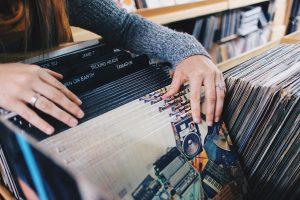vinyl-records-945396_1280-300x200